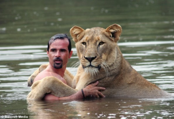 kevin-richardson-and-meg-the-lion1