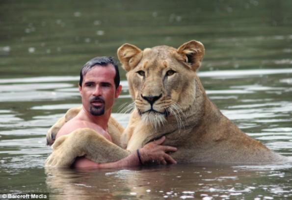 kevin-richardson-and-meg-the-lion1